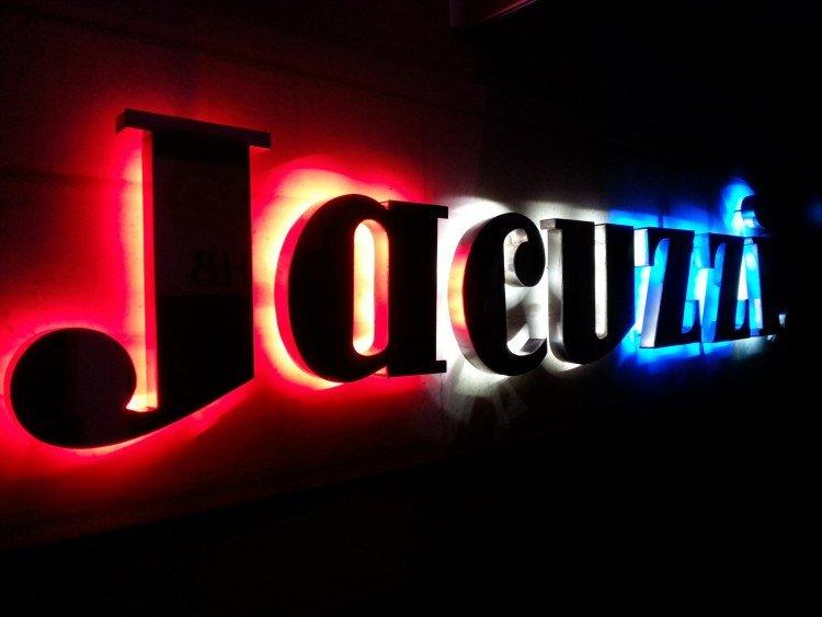 Halo illuminated letters